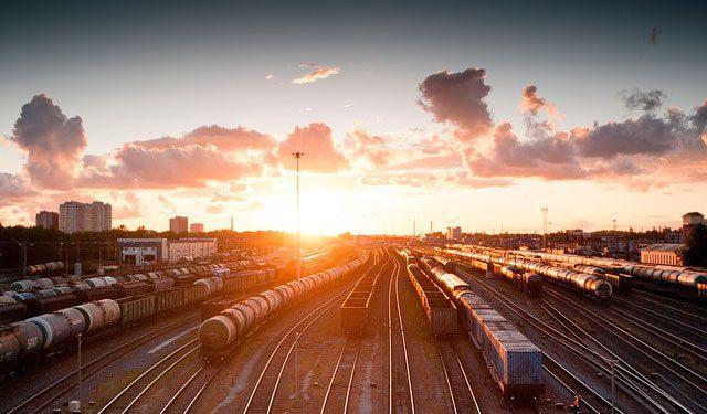 train-821500_640
